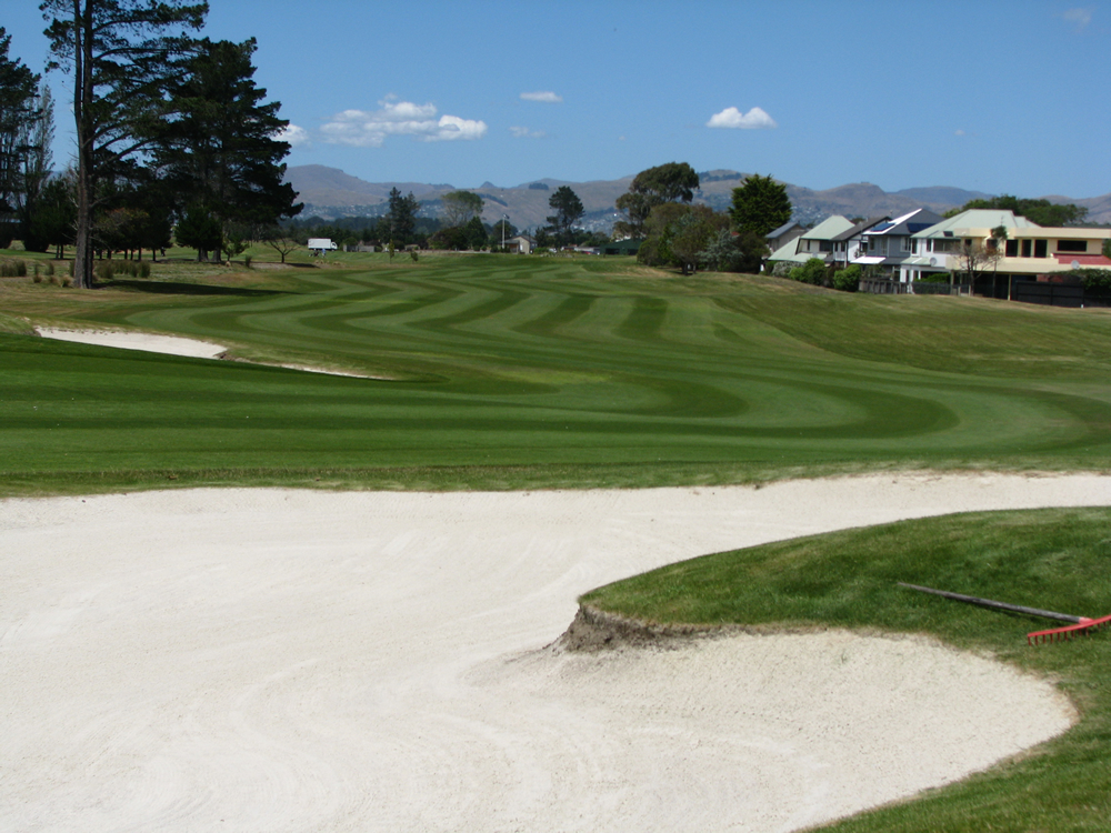 <strong>Waimairi Beach Golf Club<span><b>view larger</b></span></strong><i>→</i>