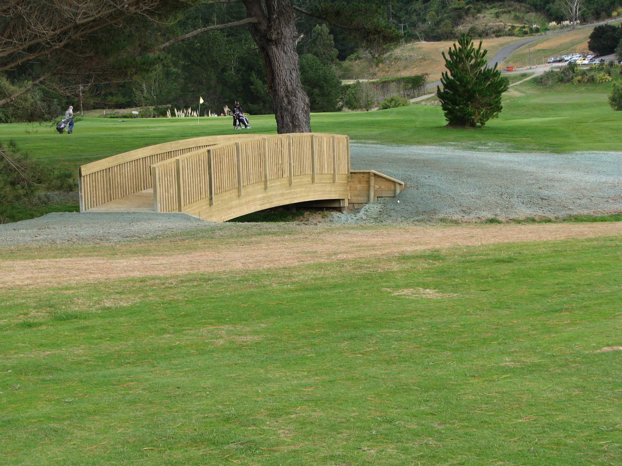 <strong>PAUATAHANUI GOLF CLUB<span><b>view larger</b></span></strong><i>→</i>